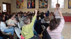 Des élèves de CM1-CM2 de trois classes du quartier de Wazemmes à Lille (59) se sont vu proposer un atelier en trois tempsautour de l'expo-quiz® junior « Égalité, parlons-en ! ».