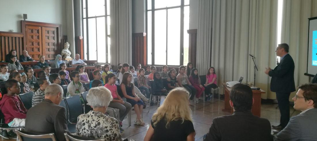 Présentation officielle à la Mairie de Villeurbanne de « Vivre en ville, parlons-en ! », outil de débat et de réflexion pour promouvoir le « mieux-vivre ensemble » dans l'espace public.
