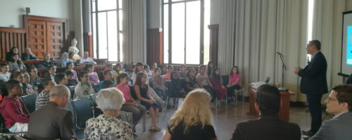 11Présentation officielle à la Mairie de Villeurbanne de « Vivre en ville, parlons-en ! », outil de débat et de réflexion pour promouvoir le « mieux-vivre ensemble » dans l'espace public.