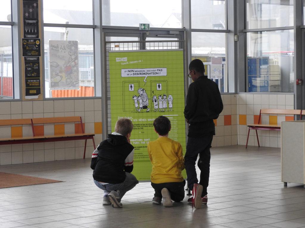 Début décembre, la Ligue de l'enseignement de la Sarthe organise une semaine thématique avec ateliers et temps forts pour des élèves de collèges. À cette occasion, la FAL72 mélange les kakémonos de « Vivre en société, parlons-en ! » et de « Égalité, parlons-en ! » pour créer sa propre expo-quiz® sur la laïcité.
