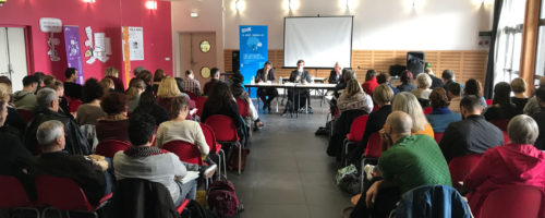"""11re 2018, l'équipe du Moutard était invitée par la Direction territoriale Protection judiciaire de la jeunesse (DTPJJ) des Bouches-du-Rhône (13) pour le vernissage et le lancement de l'expo-quiz® """"La laïcité, parlons-en !"""" au Centre social de l'Estaque et du bassin de Séon. Après une matinée marquée par la conférence de Nicolas Cadène, rapporteur général de l'Observatoire de la laïcité, Frédéric Touchet du Moutard a présenté la boîte à outils qu'est l'expo-quiz®. Les professionnels présents ont ainsi pu découvrir les kakémonos et tenté de répondre aux questions du quiz. Cela leur a permis de s'interroger sur leurs pratiques éducatives et sur leur posture en tant que médiateurs. Ils sont repartis avec de nombreuses ressources. Une journée particulièrement réussie, comme le montrent les images ci-dessous, et un très beau lancement pour cette nouvelle expo-quiz® !"""