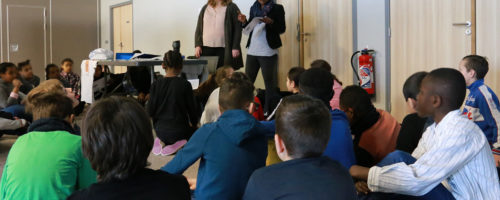 11Betty Roussin est responsable au Point d'information jeunesse de l'Atelier 17 à la Communauté de communes des pays d'Oise et d'Halatte (60). Depuis 2014, elle utilise « Mon futur au présent, parlons-en ! », « Vivre en société, parlons-en ! » et « Égalité filles-garçons, parlons-en ! » durant ses interventions.